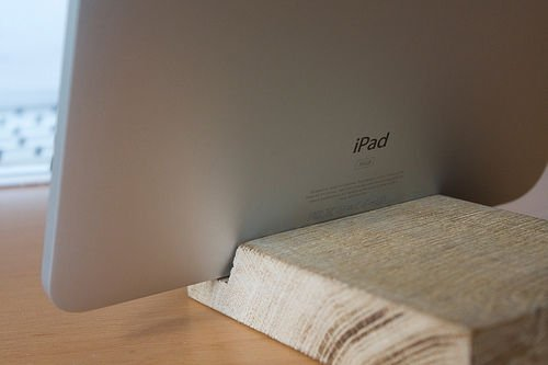 diy-wooden-ipad-stand